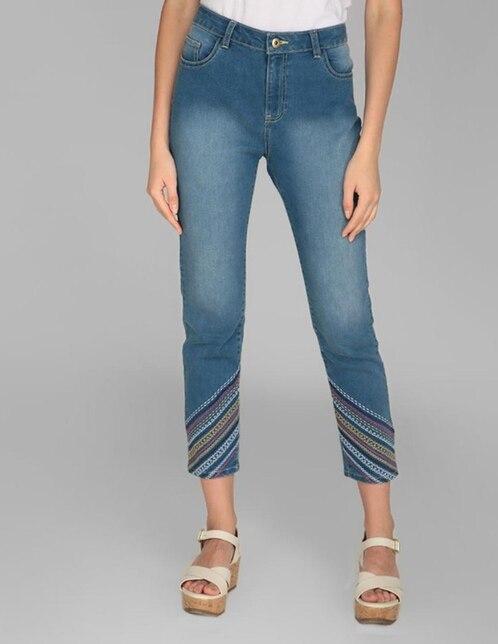 5d4a95c946 Jeans Weekend corte skinny